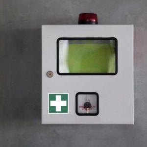 Erste Hilfe Schild mit Rettungszeichen nach ISO 7010 (E 003)