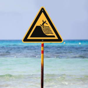 Warnung vor steil abfallendem Strand nach ISO 20712-1 (WSW 024)