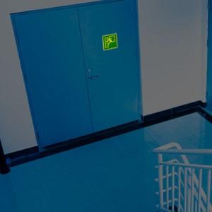 Notausstieg mit Fluchtleiter nach ISO 7010 (E 016)