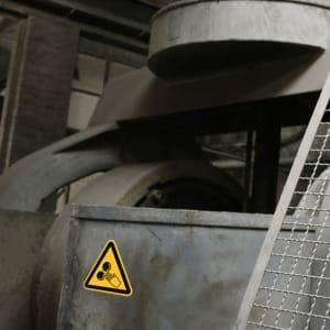 Warnschild Warnung vor rotierenden Walzen