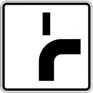 Zusatzzeichen VZ 1002-21 Verlauf der Vorfahrtstraße