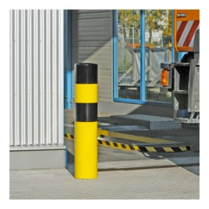 Rammschutz-Poller WACHTWERK X® XXL aus Stahl vor Einfahrt
