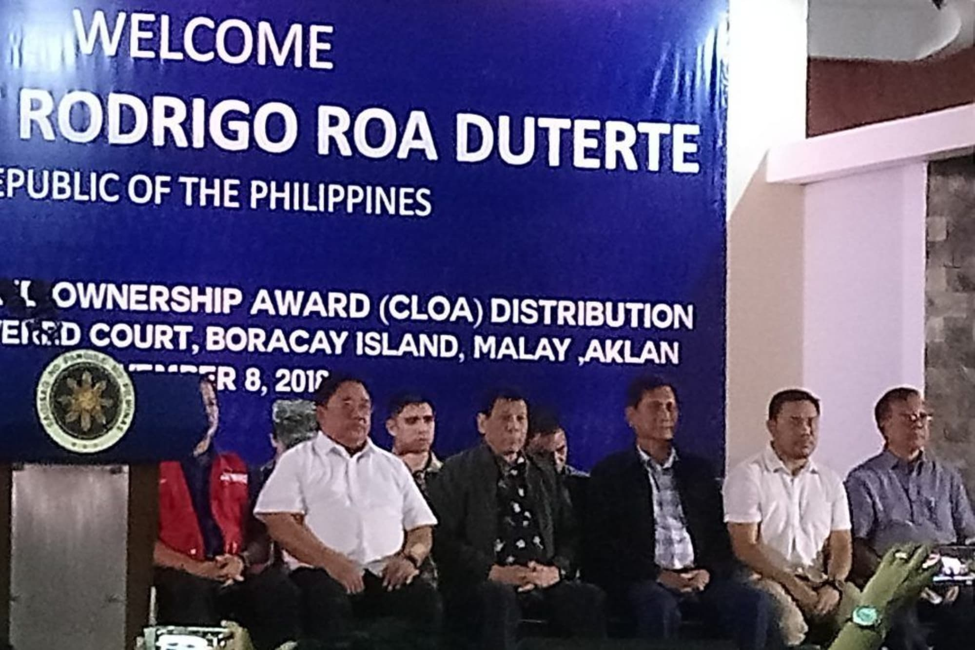 Duterte distributes land titles in Boracay