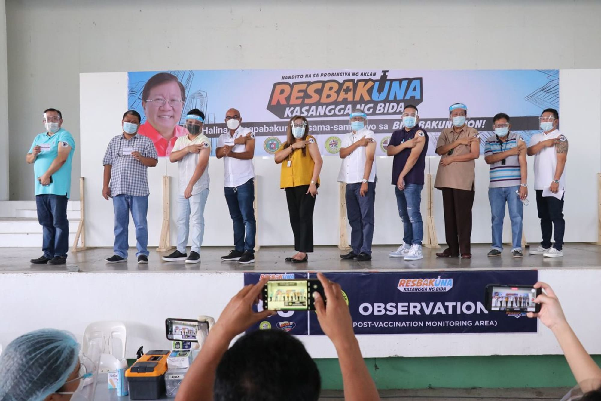 Governor and Mayors of Aklan recieves first dose of Sinovac's COVID-19 vaccine