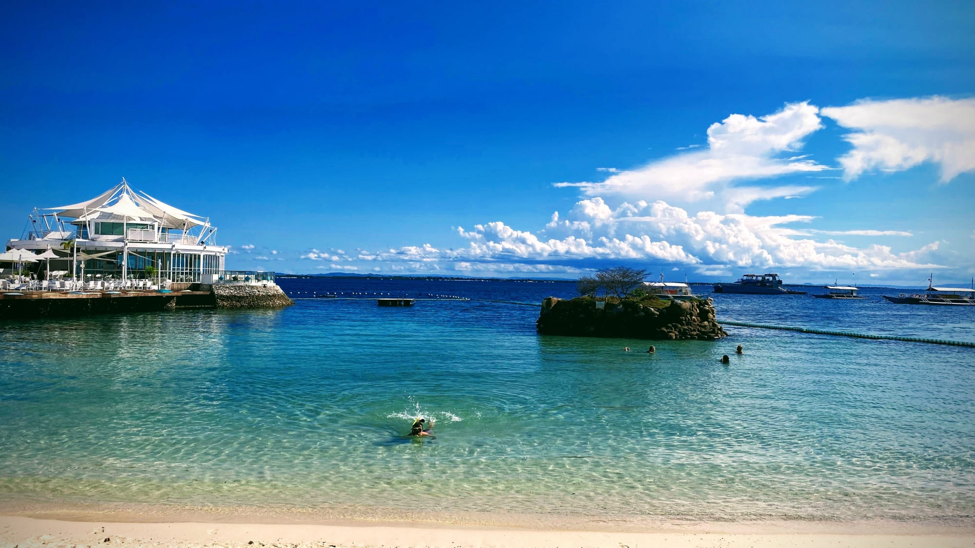 Lapu-Lapu City eased travel restrictions to domestic tourists