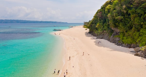 Aklan Governor agreed that Boracay Island should have a seperate quarantine status