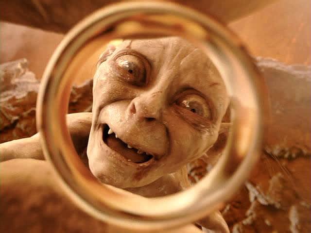 Gollum, tenant l'Anneau unique dans l'adaptation du Seigneur des Anneaux de Peter Jackson