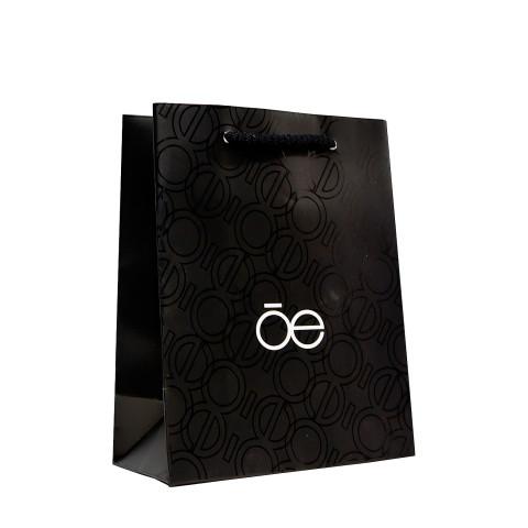Bolsa impresa en color negro con barniz UV a registro CLÓE.
