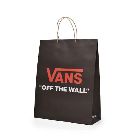 Bolsa de papel reciclado tipo Kraft con la marca Vans.