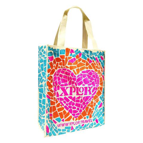 Bolsa tipo Non-Woven personalizada con diseño de corazón.