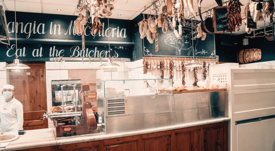 Produzione di formaggi alla Macelleria Falorni