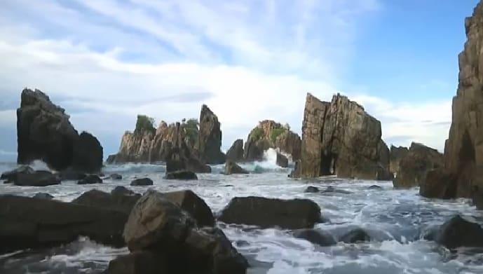 Wisata ke Pantai Gigi Hiu Kelumbayan Tanggamus Lampung