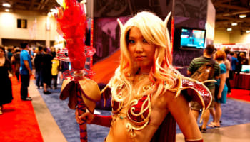blood-elf-from-world-of-warcraft-at-blizzcon-o-640×426