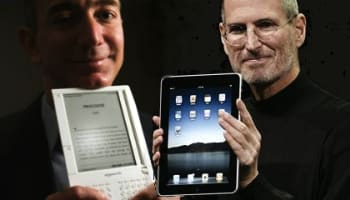 jeff-bezos-and-steve-jobs-with-kindle-and-ipad-o