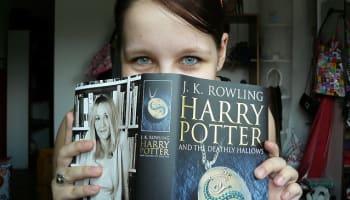 reading-harry-potter-book-o-640×480