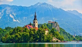 alpine-lake-in-bled-slovenia-o-640×378
