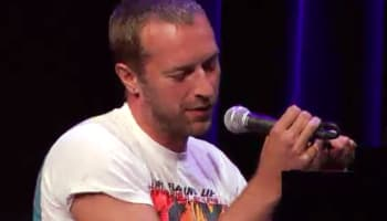 chris-martin-onstage-at-apple-event-sept-2010-o2-640×427