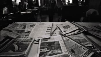 newspapers-on-table-o-640×427