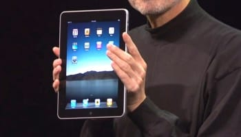 steve-jobs-holding-ipad-o-640×463