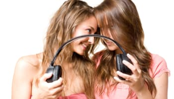 two-young-girls-fighting-over-or-sharing-music-headphones-o