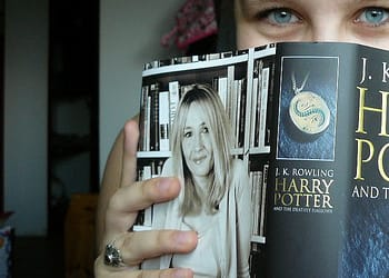 reading-harry-potter-book-o-640×480