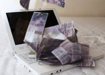 laptop-and-money-o-640×509