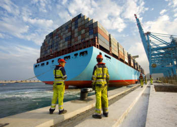 maersk-cargo-ship-with-crates-at-sea-o-640×432