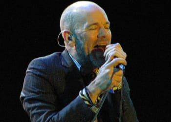wmgs-michael-stipe-of-r-e-m-singing-o