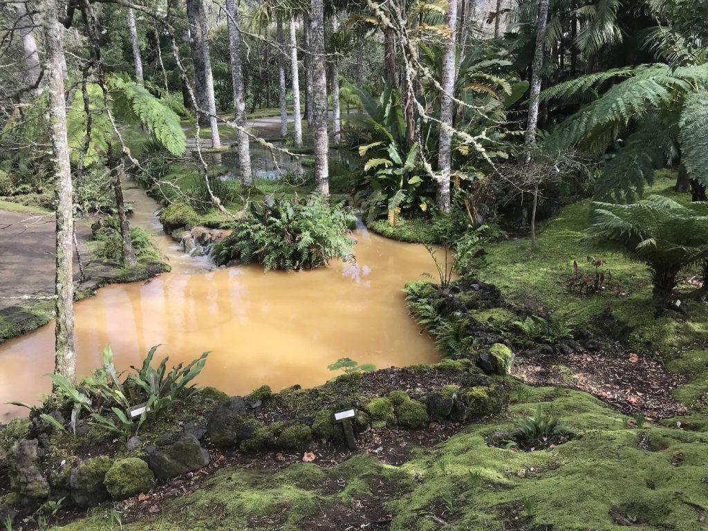 Termální jezera uprostřed pohádkového parku.