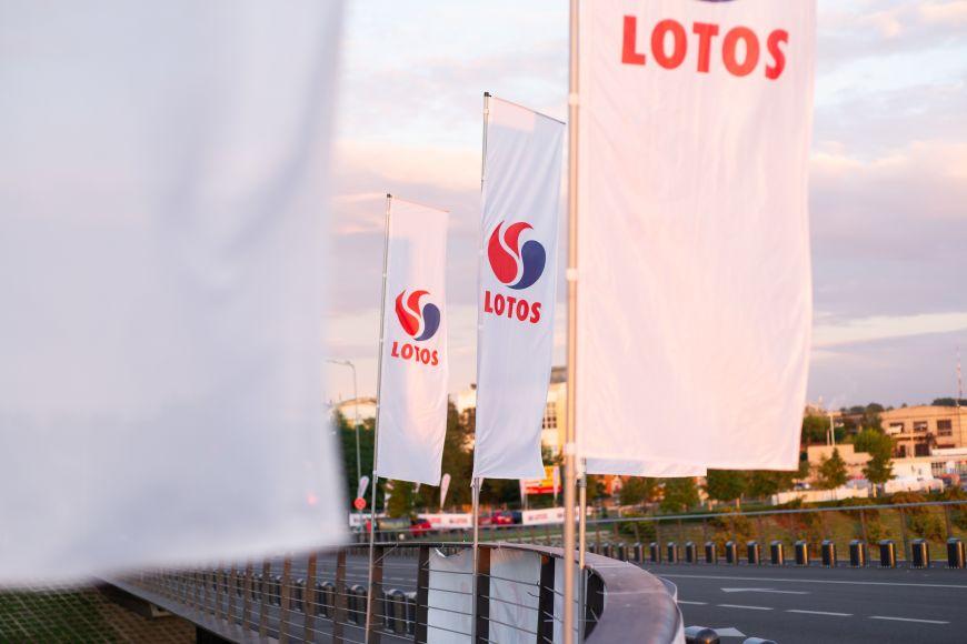 Vertikalios vėliavos su įmonės logotipu