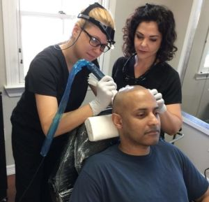 Amanda Mazzocchi trains a BRAVI tech in the BRAVI Scalp MicroPigmentation method.