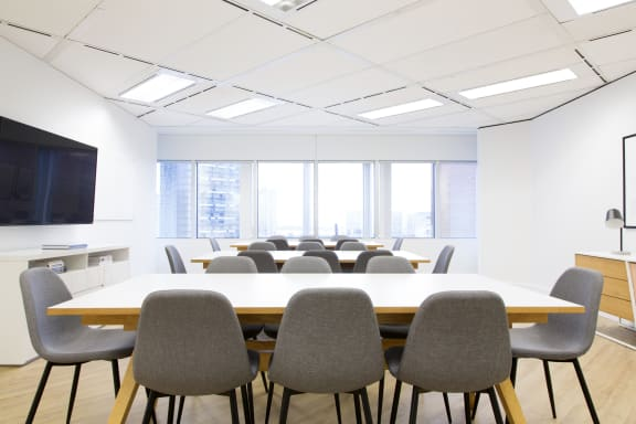 Workspace fully furnished and equipped located at 123 Front St. West, #907, Toronto.