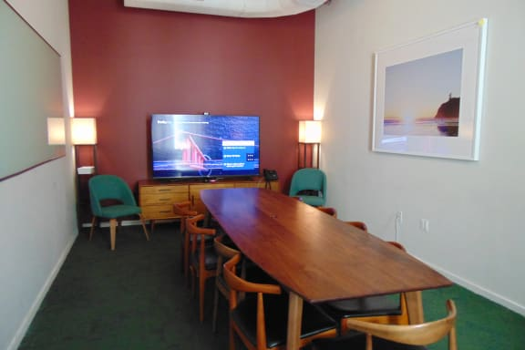Workspace fully furnished and equipped located at 26 Broadway, #Fern, New York City.