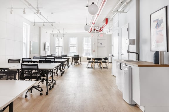 Office space fully furnished and equipped located at 29 West 17th Street, Chelsea.