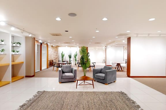 Workspace fully furnished and equipped located at 3 Embarcadero Center, San Francisco.