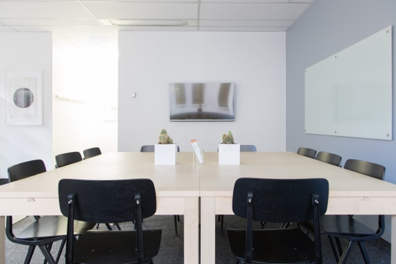 Workspace fully furnished and equipped located at 330 Bay St., #830-2, Toronto.