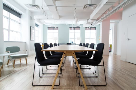 Workspace fully furnished and equipped located at 50 Rue Queen, #201, Montreal.
