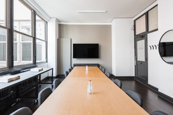 Workspace fully furnished and equipped located at 564 Market St., #307, SF Bay Area.