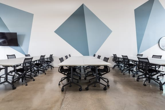 Workspace fully furnished and equipped located at 10317 Jefferson Blvd., Los Angeles.