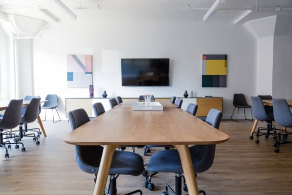 Workspace fully furnished and equipped located at 3575 Boulevard St-Laurent, #130, Montreal.