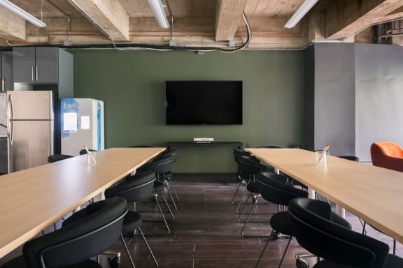 Workspace fully furnished and equipped located at 564 Market St., #150, SF Bay Area.