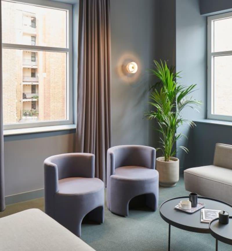 5 Upper St Martin's Lane, Room MR 03 Sofa