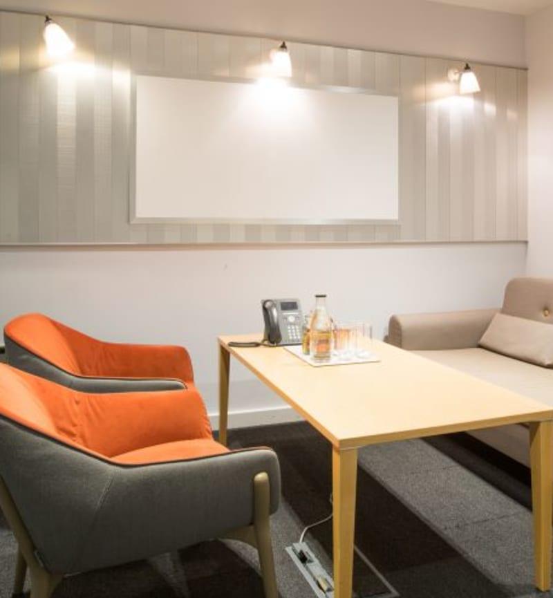 50 Liverpool Street, Room MR 06 (sofa room)