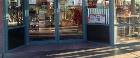 <h5>Lo-Lo's Scottsdale - Entrance</h5>
