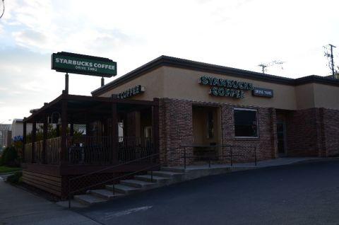 <h5>Starbucks</h5><p> Starbucks - Entrance</p>
