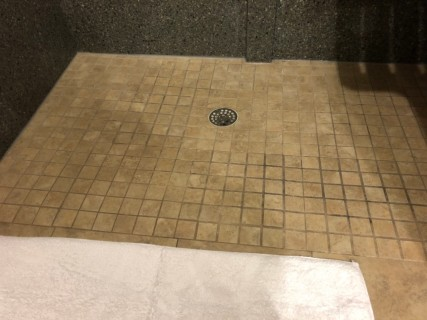 <h5>Hilton Knoxville</h5><p> Hilton Knoxville - Bathroom</p>