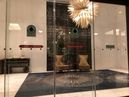 <h5>Fairmont Hotel Vancouver</h5><p> Fairmont Hotel Vancouver - Entrance</p>