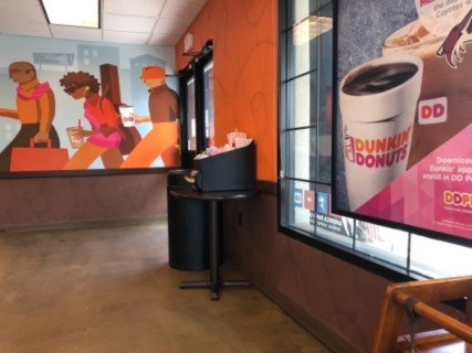 <h5>Dunkin' Donuts</h5><p> Dunkin' Donuts - Dining Area Seating</p>