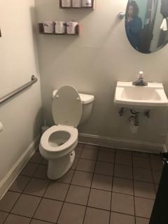 <h5>OliBea</h5><p> OliBea - Restrooms</p>