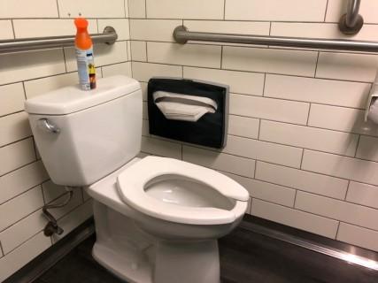 <h5>Bobby Q</h5><p> Bobby Q - Restrooms</p>